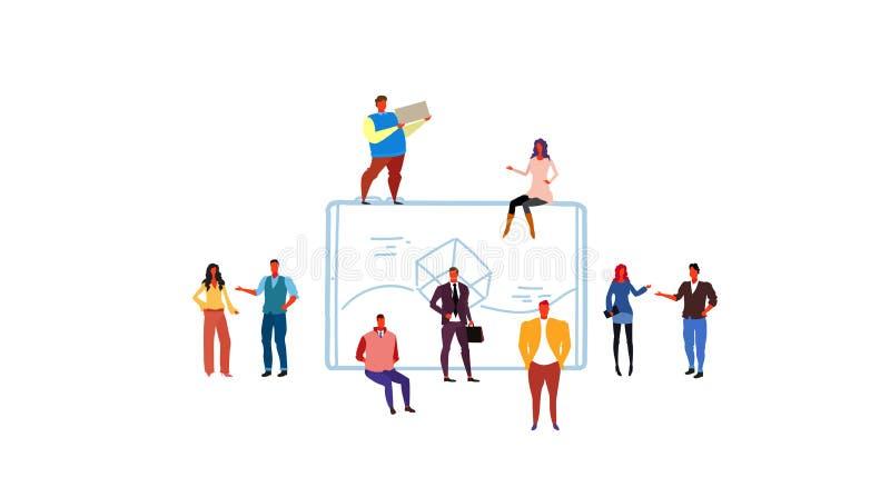 Hombres de negocios del grupo que se inspira al varón móvil del diseño del uso del interfaz del concepto del desarrollo del app d stock de ilustración