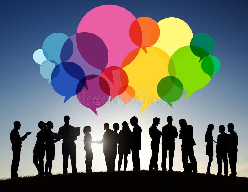 Hombres de negocios del mensaje que habla del concepto de la comunicación libre illustration