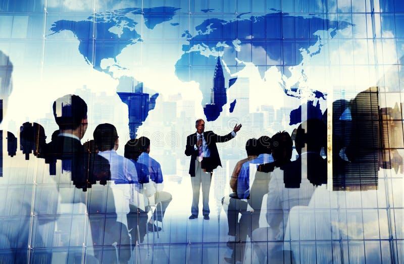 Hombres de negocios del seminario de la conferencia del concepto global de la reunión imagenes de archivo