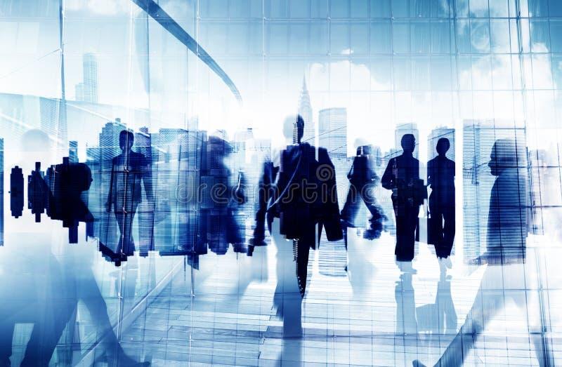 Hombres de negocios del viajero de la hora punta del concepto corporativo de la ciudad stock de ilustración