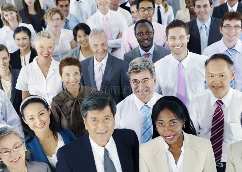 Hombres de negocios diversos del concepto corporativo acertado imagen de archivo libre de regalías