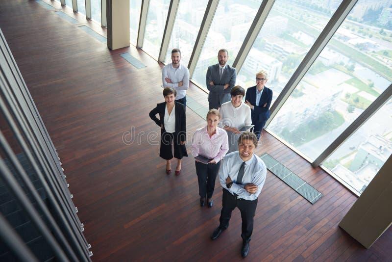 Hombres de negocios diversos del grupo imagenes de archivo