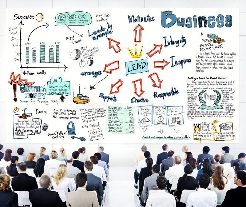 Hombres de negocios diversos en una formación de dirigentes imagenes de archivo