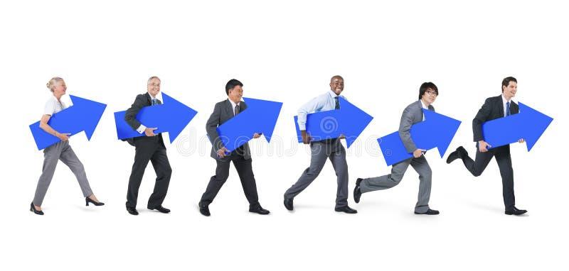 Hombres de negocios diversos que llevan a cabo iconos delanteros fotos de archivo libres de regalías