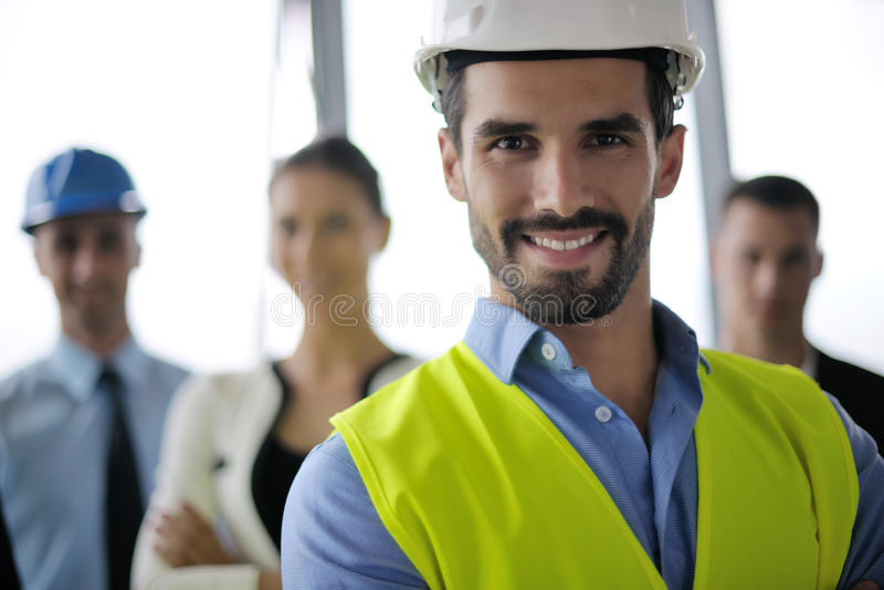 Hombres de negocios e ingenieros en la reunión imagen de archivo libre de regalías