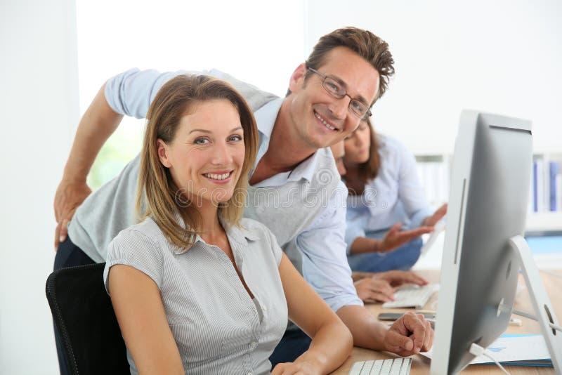 Hombres de negocios en el entrenamiento foto de archivo libre de regalías