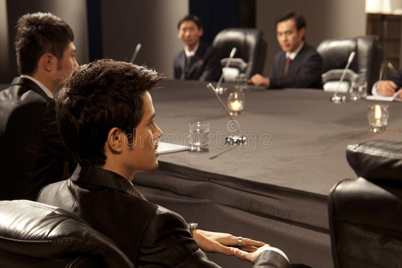 Hombres de negocios en la reunión fotografía de archivo libre de regalías