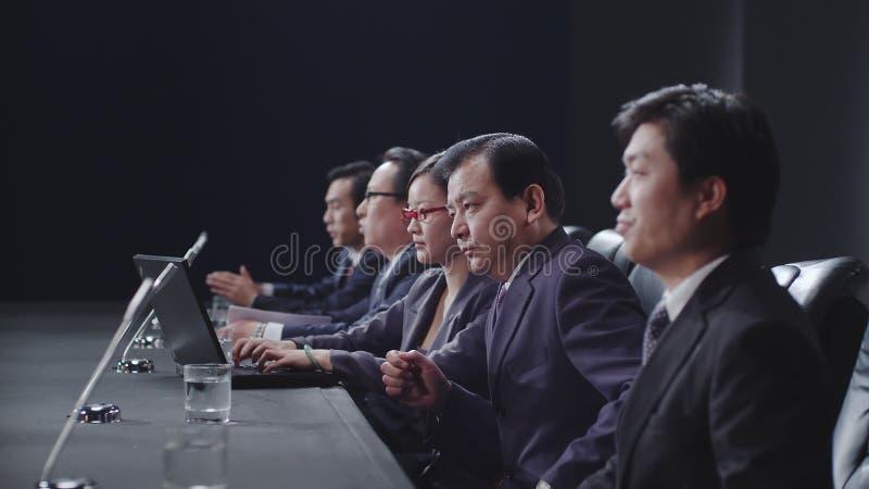Hombres de negocios en la reunión imagen de archivo