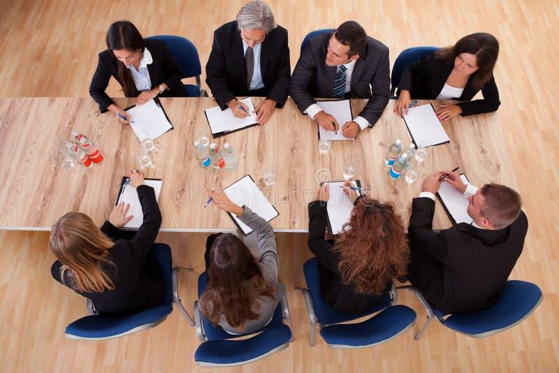 Hombres de negocios en una reunión fotografía de archivo libre de regalías