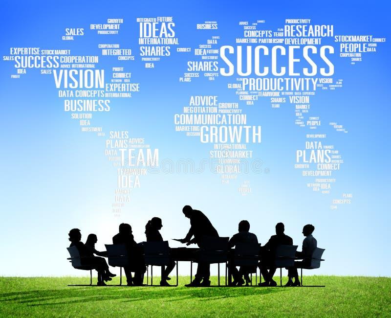 Hombres de negocios globales de la reunión corporativa del éxito del concepto del crecimiento imagen de archivo libre de regalías