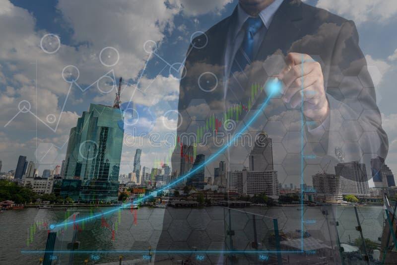 Hombres de negocios de la exposición doble en el concepto de gestión acertada del logro de la inversión financiera en el márketin fotografía de archivo libre de regalías