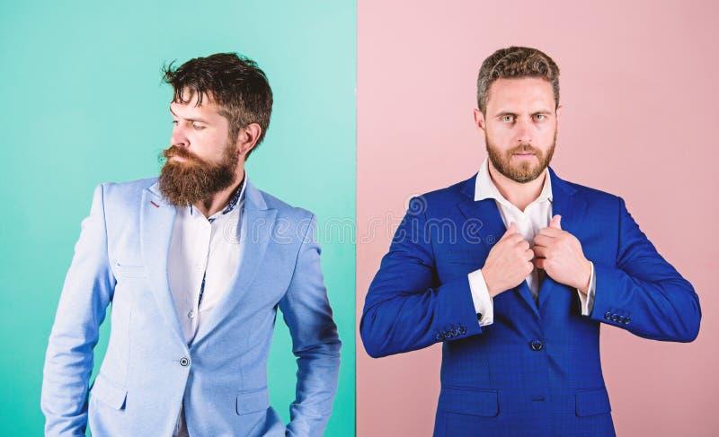 Hombres de negocios de la moda y estilo formal Socios comerciales con las caras barbudas Ropa de caballero del lujo de la moda de imagenes de archivo