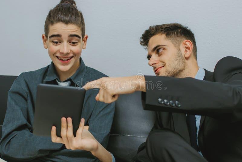 Hombres de negocios o compañeros de trabajo foto de archivo libre de regalías