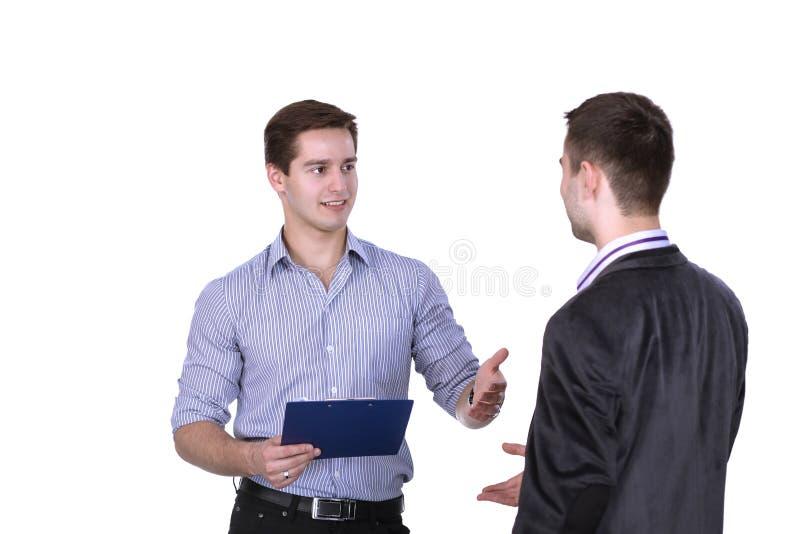 Hombres de negocios que sacuden las manos, aisladas en el fondo blanco imagenes de archivo