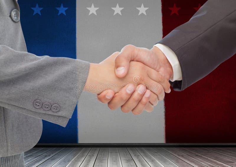 Hombres de negocios que sacuden sus manos contra bandera americana imagen de archivo