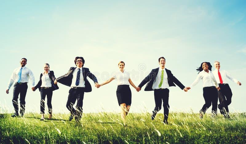 Hombres de negocios que sientan concepto del ganador del éxito del crecimiento imagen de archivo