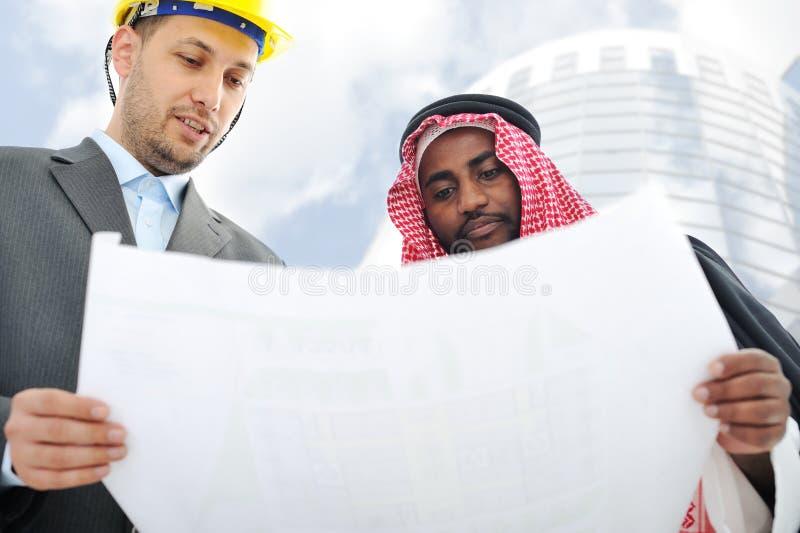 Hombres de negocios que tienen consultanting foto de archivo
