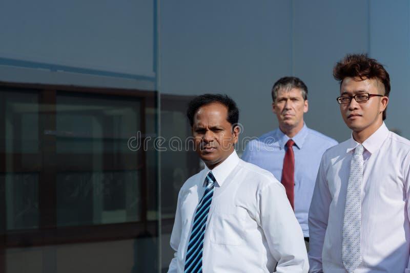 Hombres de negocios serios fotografía de archivo libre de regalías