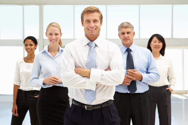 Hombres de negocios sonrientes fotografía de archivo libre de regalías