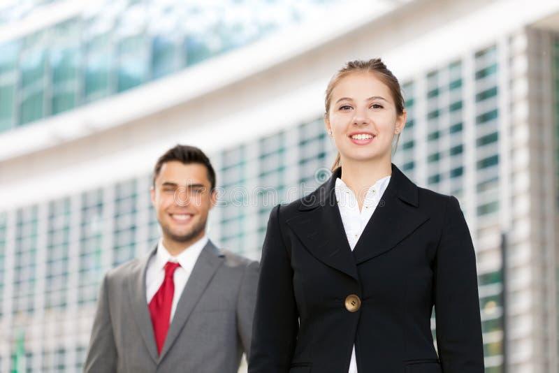 Hombres de negocios sonrientes imagen de archivo