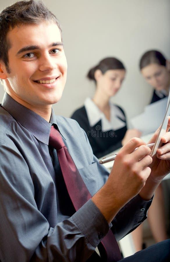 Hombres de negocios sonrientes felices imagen de archivo libre de regalías
