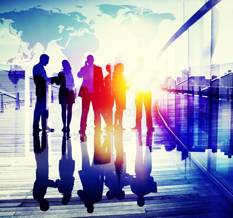 Hombres de negocios traseros del aeropuerto del Lit que viaja del concepto del pasajero libre illustration