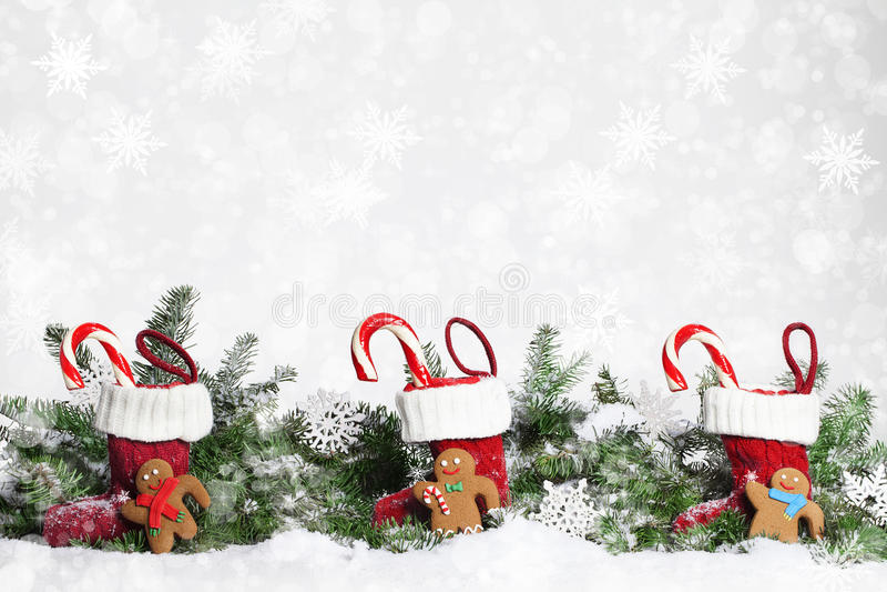 Hombres de pan de jengibre de las medias de la Navidad fotos de archivo