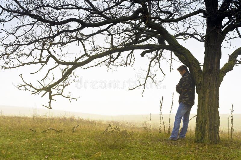Hombres en la niebla fotos de archivo