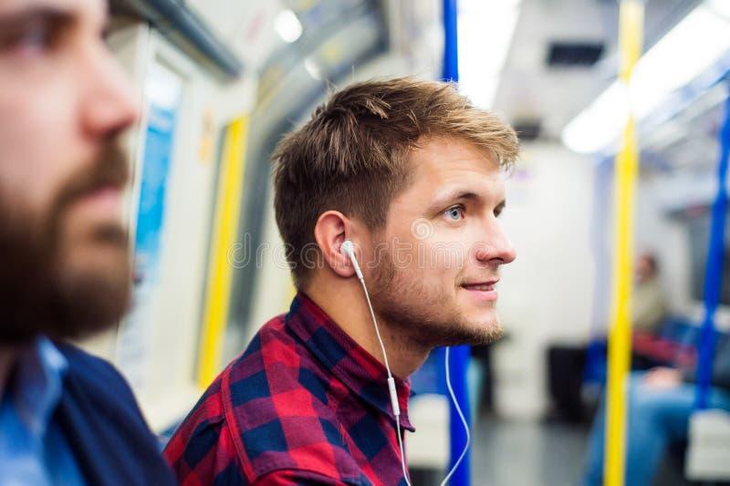 Hombres jovenes en subterráneo fotografía de archivo libre de regalías