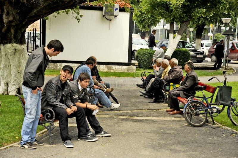 Download Hombres Que Se Sientan En Un Banco De Parque En Bitola Imagen editorial - Imagen de viejo, banco: 41903295
