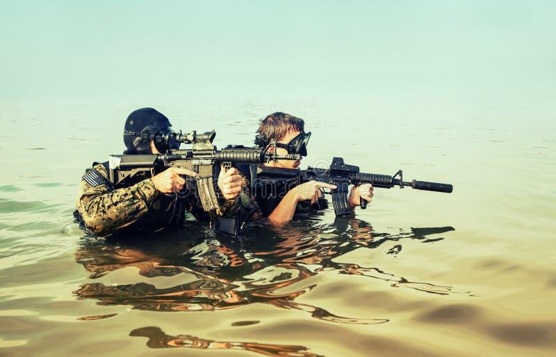 Hombres ranas del SELLO de la marina de guerra imagenes de archivo