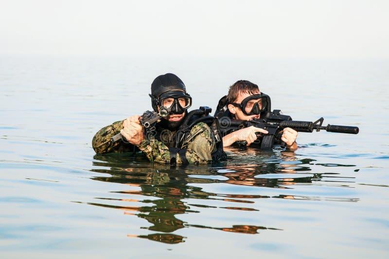 Hombres ranas del SELLO de la marina de guerra fotografía de archivo