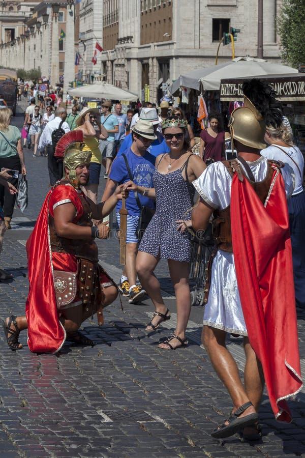 Hombres vestidos encima como de legionario romano foto de archivo libre de regalías