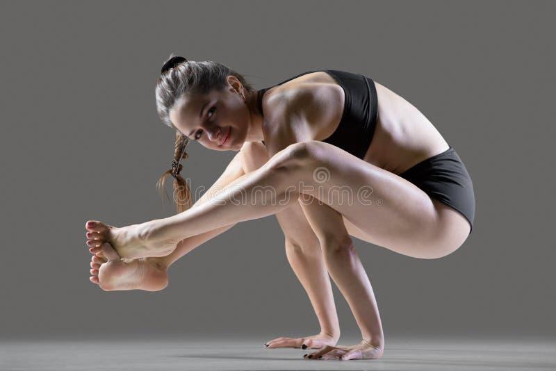 Hombro-presionar actitud de la yoga imagenes de archivo