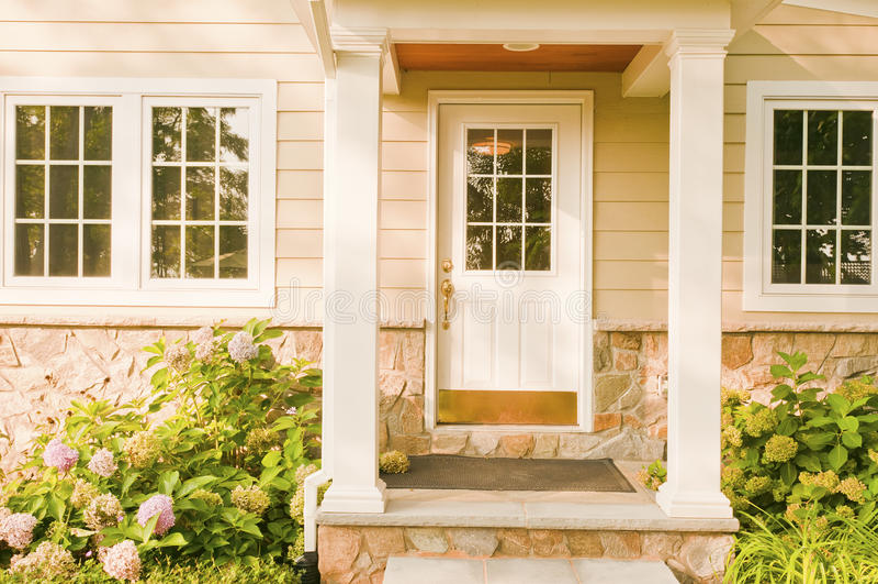 home baksida för dörröppning arkivbilder