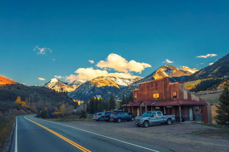Home in Colorado landscape with Ragged Mountain stock image