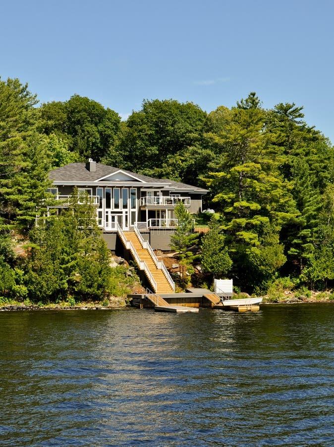 HOME de verão luxuosa fotos de stock royalty free