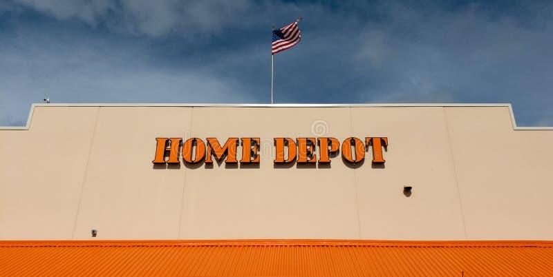 Home Depot met een Amerikaanse Vlag stock afbeeldingen