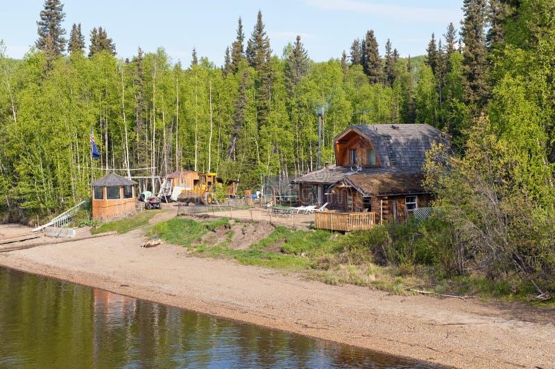 HOME do Alaskan do beira-rio imagens de stock