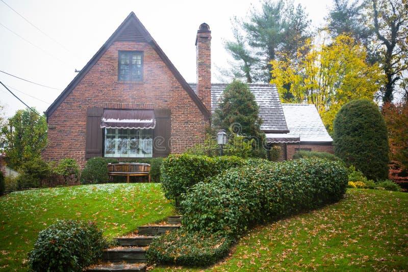 HOME do tijolo do estilo da casa de campo fotografia de stock