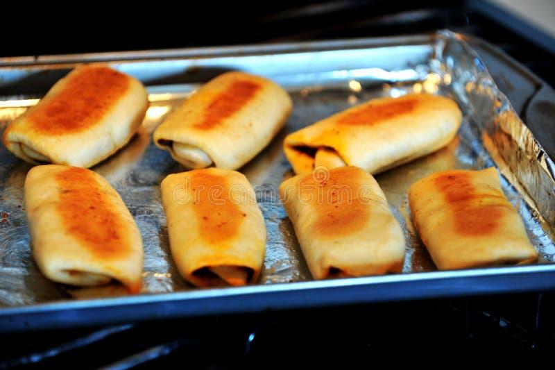 A HOME fêz sarnies chineses do sanduíche foto de stock