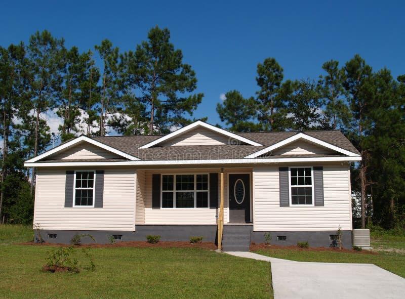home för inkomst bostadslitet low royaltyfri foto