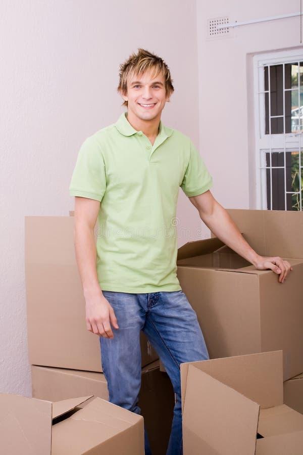 home flytta sig för man royaltyfria foton