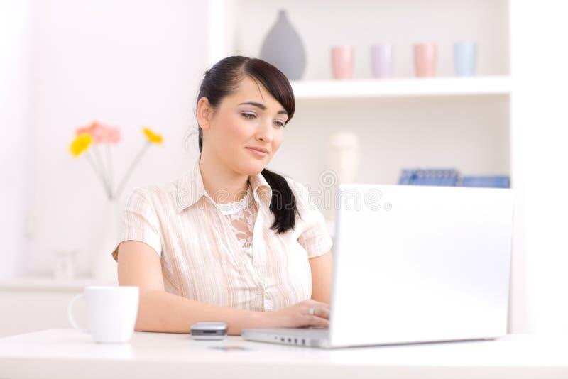 home kvinnaworking royaltyfri fotografi