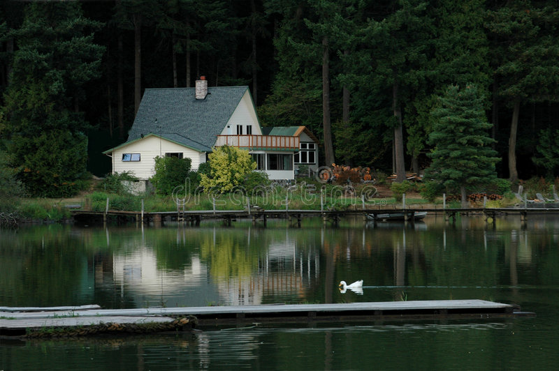 home lake arkivbild