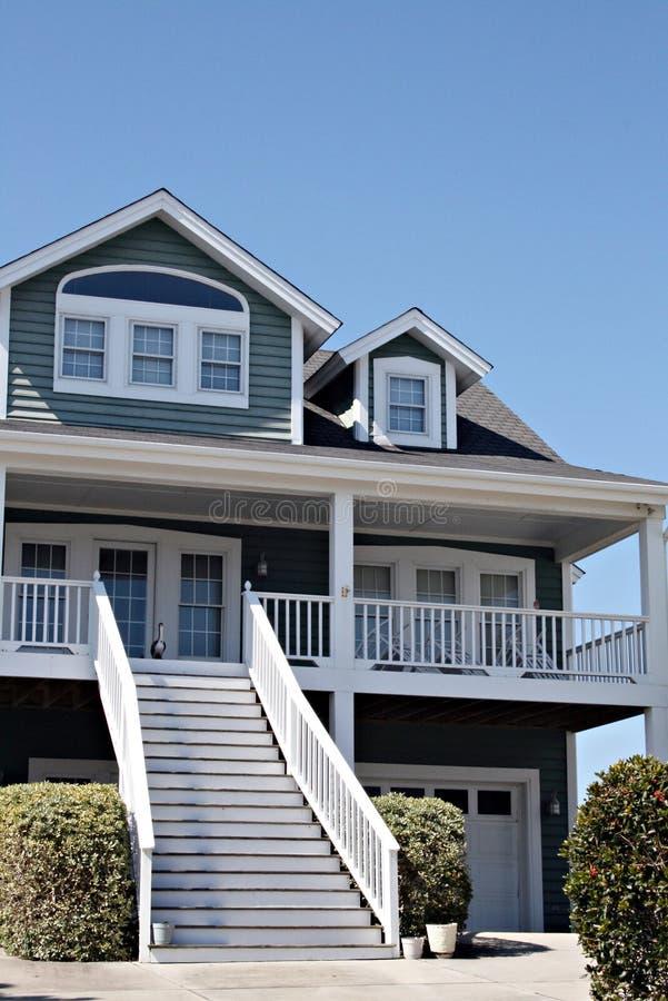 home modern oceanfront royaltyfri fotografi