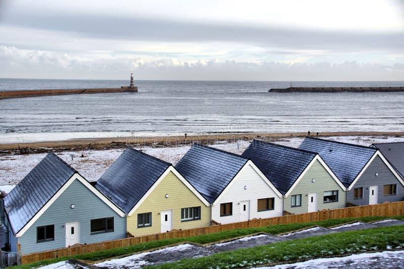 HOME modernas pelo mar fotos de stock royalty free