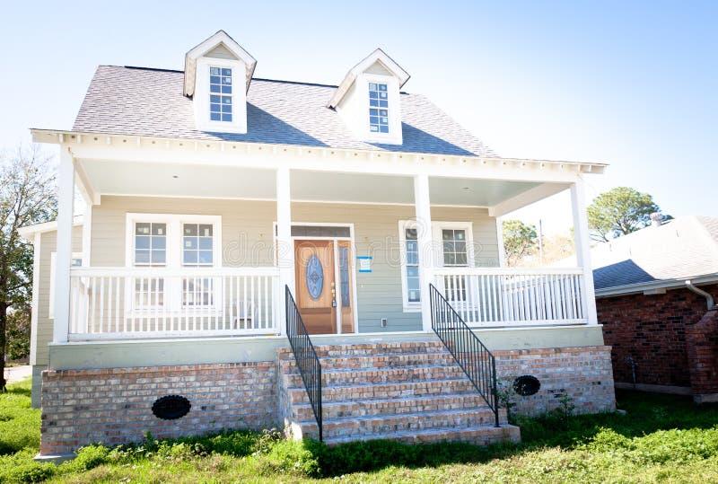 HOME nova: Casa do sul do estilo com Dormer Windows fotografia de stock
