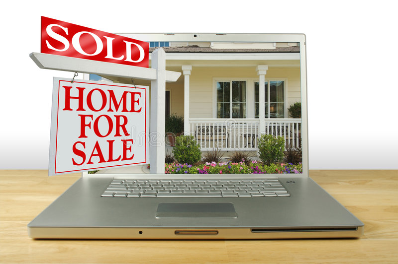 HOME para o sinal da venda no portátil fotografia de stock