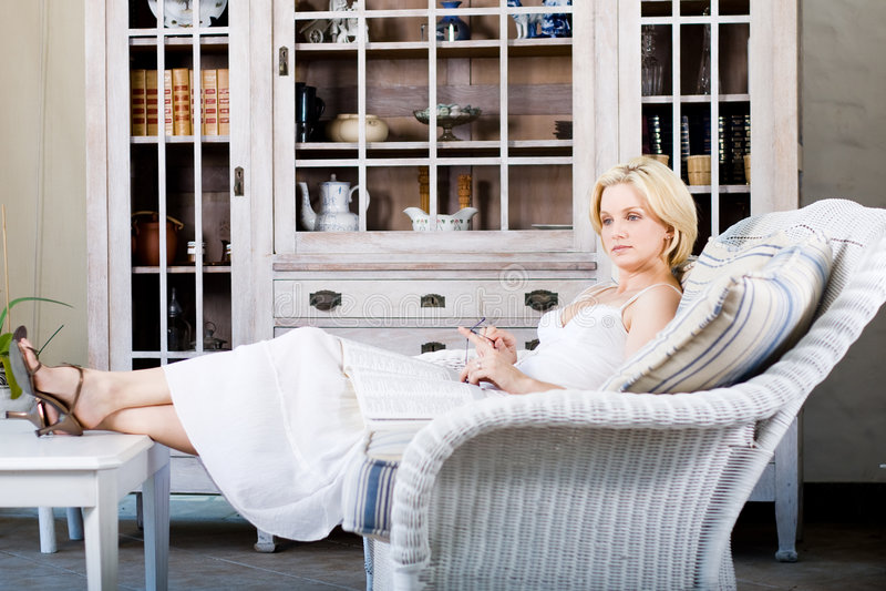 home relaxing woman στοκ φωτογραφίες με δικαίωμα ελεύθερης χρήσης